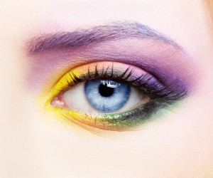 woman-eye-zone-make-up